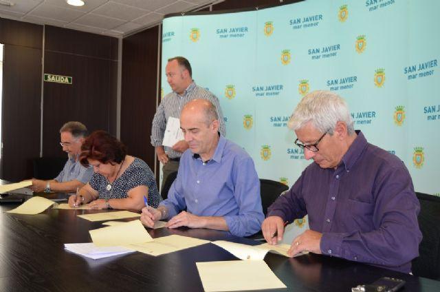 El Ayuntamiento renueva convenios de colaboración con la Rondalla, la Coral y la Asociación de Carnaval, de Santiago de  la Ribera - 1, Foto 1