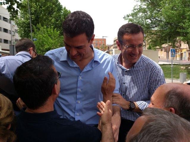 Pedro Sánchez da su apoyo al proyecto socialista de Alhama en un encuentro con el candidato Diego Conesa en Bullas, Foto 3