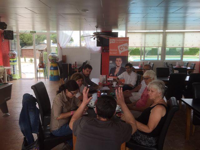 Miembros de la comunidad británica, afincados en San Javier, transmiten sus quejas al candidato local por Ciudadanos - 1, Foto 1