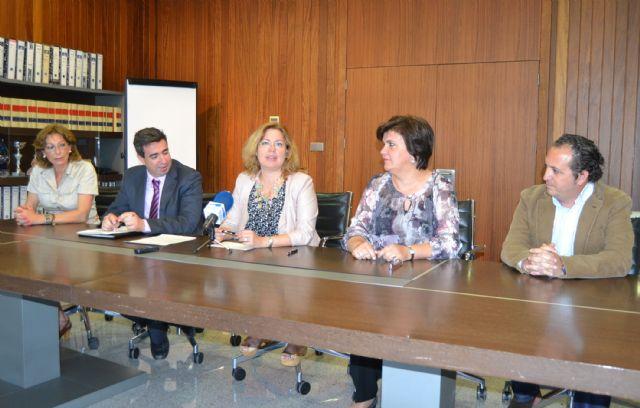 La Fundación CajaMurcia destina 3.000 euros a la financiación de la Universidad Popular - 1, Foto 1