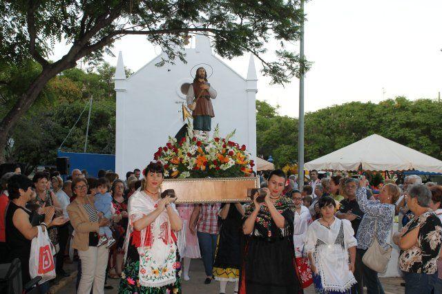 El barrio de San Isidro culmina sus fiestas con sus tradicionales actos religiosos y de convivencia - 4, Foto 4