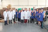 La Consejera de Agricultura y Agua y la Alcaldesa de Archena visitan varias fábricas hortofrutícolas de Archena para conocer sus necesidades