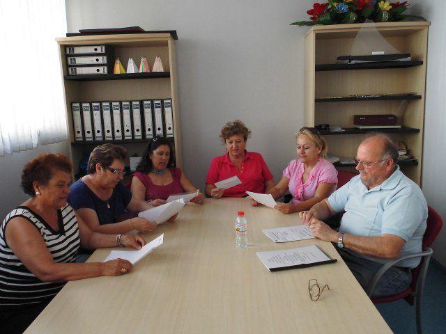 La asociación del centro de día de Mazarrón dona material adquirido para uso municipal, Foto 1