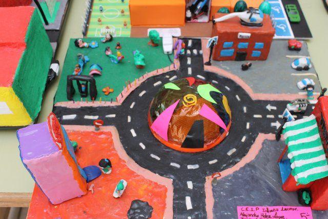 Medio millar de alumnos de infantil y primaria exponen sus trabajos con motivo de las XVIII jornadas de educación vial - 1, Foto 1