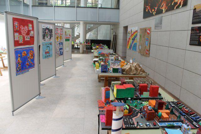 Medio millar de alumnos de infantil y primaria exponen sus trabajos con motivo de las XVIII jornadas de educación vial - 2, Foto 2