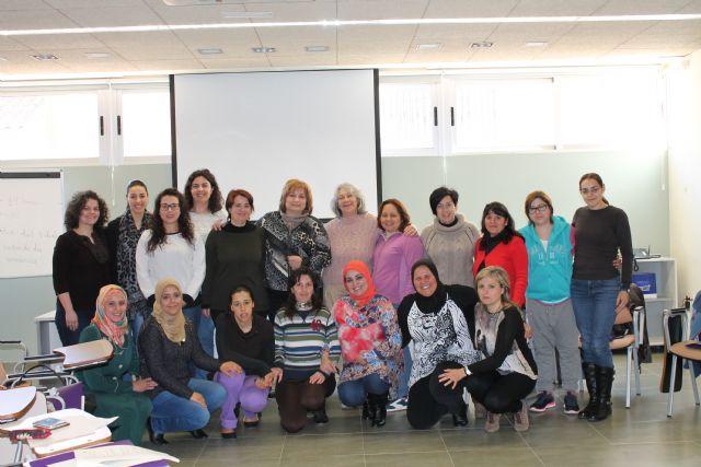 Mujer clausura diversos cursos de formación a mujeres, Foto 1