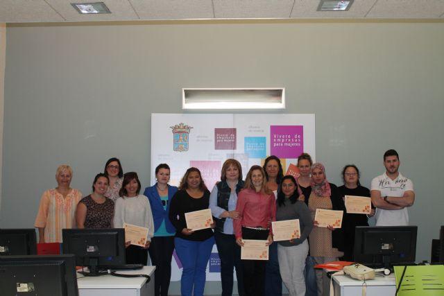 Mujer clausura diversos cursos de formación a mujeres, Foto 2