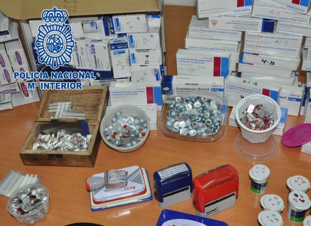 La Policía Nacional detiene a dos personas que falsificaban recetas para adquirir medicamentos y revenderlos ilícitamente - 1, Foto 1
