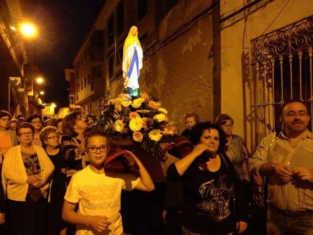 Durante los viernes del mes de mayo la Delegación de Lourdes de Totana ha salido por diferentes calles rezando el Rosario de casa en casa - 1, Foto 1