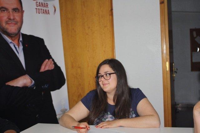 """Los/as 6 concejales elegidos/as en la candidatura GANAR TOTANA con IZQUIERDA UNIDA, se constituyen en Grupo Municipal, nombrando portavoz a Antonia Camacho, Vice-Portavoz a Agustín Martínez y Coordinadora, Inma Blázquez"""" - 5, Foto 5"""