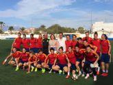 La alcaldesa visita a la selección española femenina en su preparación para el Mundial