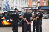 Detenidos tras ser perseguidos por la Policía Nacional por tejados y azoteas al ser sorprendidos robando en un domicilio