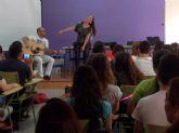 La cantante Ruth Lorenzo compartió la jornada de graduación del IES 'Salvador Sandoval' torreño