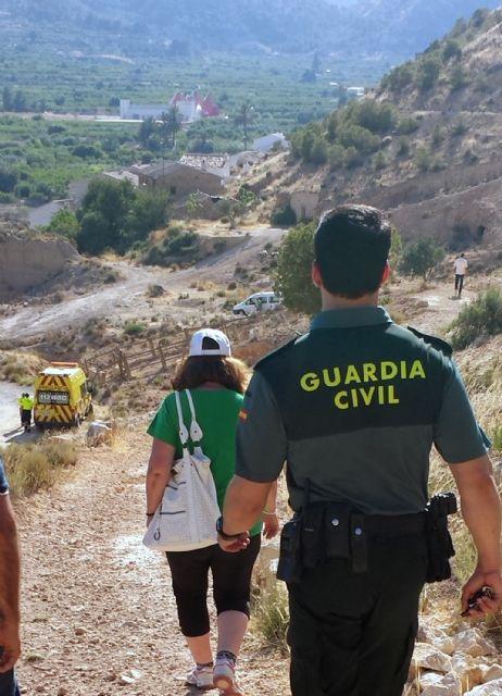 La Guardia Civil auxilia a una joven en el cerro de Ricote - 1, Foto 1