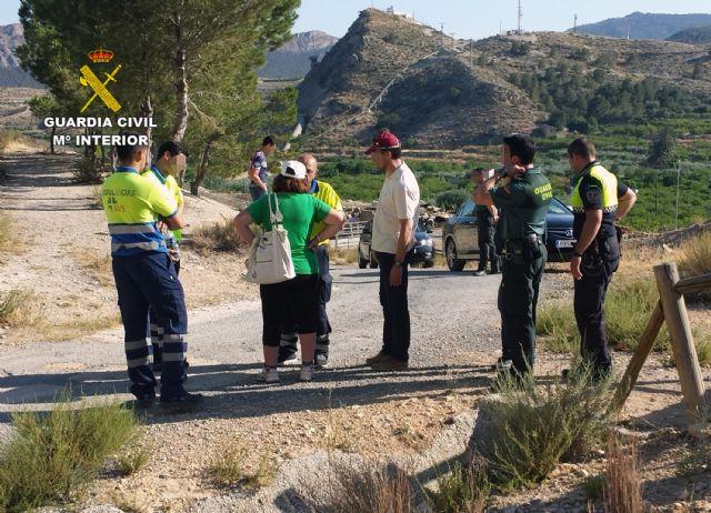 La Guardia Civil auxilia a una joven en el cerro de Ricote - 2, Foto 2