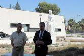El escultor alcantarillero Anastasio Martínez Valcárcel dona una obra suya para la plaza que lleva su nombre, junto al Museo de la Huerta