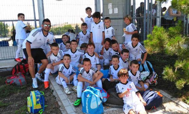 Cerca de 20 alumnos lumbrerenses disfrutan de una jornada de convivencia en las instalaciones de la Fundación Real Madrid - 1, Foto 1