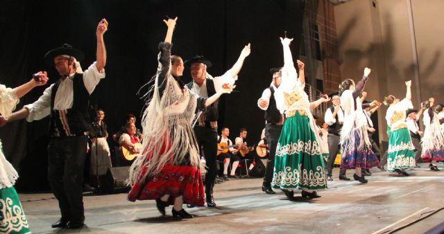 Puerto Lumbreras celebró su gran noche de folklore con grupos de Eslovenia, México, y Murcia - 1, Foto 1