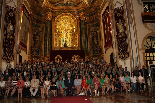 La directora de Enfermería de la Gerencia del Área VII, María José Terón, ha amadrinado a los recién graduados - 1, Foto 1