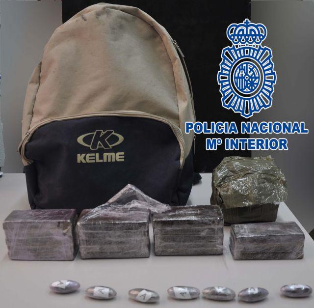 La Policía Nacional detiene a una persona por tráfico de drogas en una calle de la localidad de Alcantarilla - 1, Foto 1
