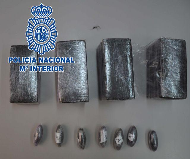 La Policía Nacional detiene a una persona por tráfico de drogas en una calle de la localidad de Alcantarilla - 2, Foto 2