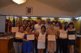 Los 14 alumnos del curso 'Atención sociosanitaria a personas dependientes en instituciones sociales' reciben sus diplomas