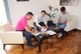 El ayuntamiento de Alhama firma un convenio de colaboraci�n con la Federaci�n de Atletismo de la Regi�n