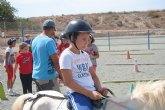 14 niños y niñas participan en el 'Taller con Ponis y Caballos'