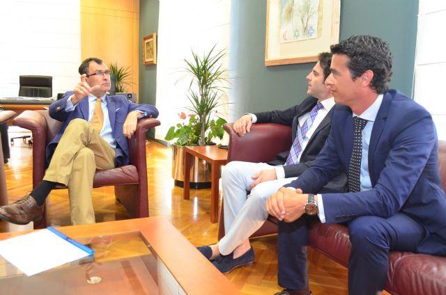 El decano del Colegio de Ingenieros Técnicos Industriales y el Alcalde de Murcia analizan la optimización de los procesos telemáticos que aceleren la apertura de negocios y empresas en el municipio - 2, Foto 2