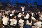 Cerca de medio millar de personas disfruta de los veranos musicales en el puerto deportivo