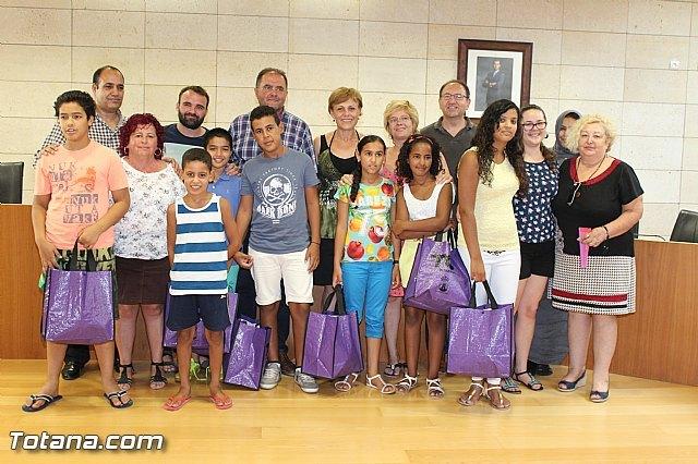 Autoridades municipales realizan una recepción institucional a los siete niños saharauis acogidos este verano por familias de Totana - 1, Foto 1