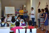 Asociaciones locales y voluntarios colaboran en actividades lúdicas y educativas durante el verano