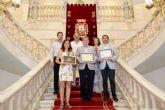 La Unión Musical Cartagonova mostró sus últimos galardones al alcalde