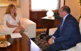 La alcaldesa solicita al Presidente Autonómico programas para fomentar el empleo en la localidad