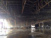 Adela Martínez-Cachá visita la nave hortofrutícola de Fuente Álamo destruida ayer por un incendio