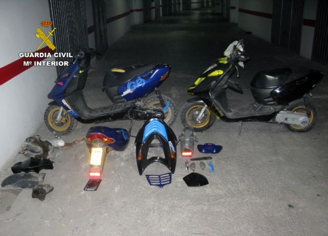 The Civil Guard dismantled a gang dedicated to the theft and modification of mopeds in Totana