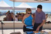 Cientos de niños y mayores han participado en la campaña de concienciación en playas