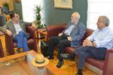 El Alcalde recibe al presidente del Colegio Oficial de Veterinarios, que este año celebra su 110 aniversario