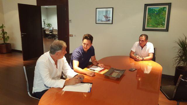 Los Concejales del Equipo de Gobierno presentan los nuevos proyectos del Archena F.C. al Secretario de la Federación de Fútbol de la Región - 1, Foto 1