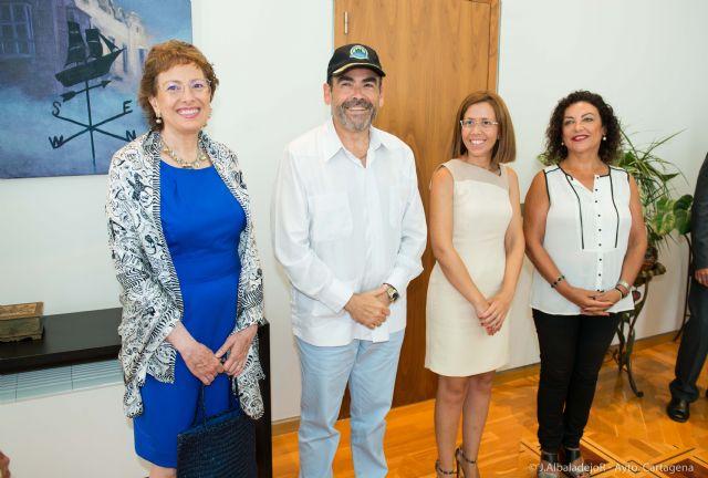 El Ayuntamiento agasaja a la embajadora de México - 5, Foto 5