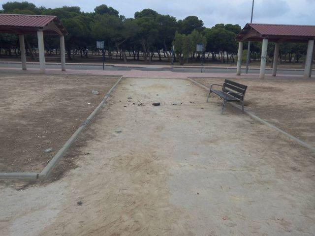 Alternativa Socialista denuncia el estado lamentable de la pista y el parque del barrio de San Blas - 2, Foto 2