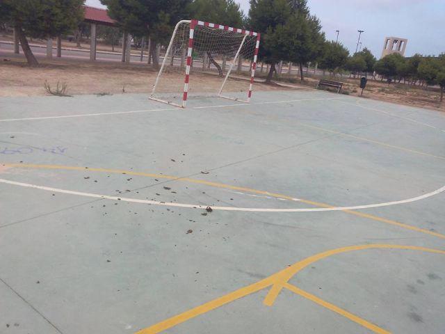 Alternativa Socialista denuncia el estado lamentable de la pista y el parque del barrio de San Blas - 3, Foto 3