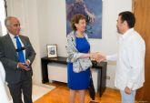El Ayuntamiento agasaja a la embajadora de México