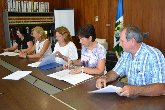 Ayuntamiento y papelerías suscriben un convenio para la dotación de material escolar en infantil - 1, Foto 1