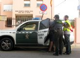 La Guardia Civil detiene al presunto autor de una quincena de robos en vehículos estacionados en zonas turísticas