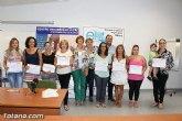 Se entregan los diplomas acreditativos a las participantes en el Curso 'Atención Sanitaria: Cuidados de Enfermos de Alzheimer'