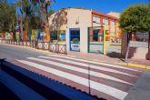 El Ayuntamiento torreño mejora la señalización horizontal de los accesos a los centros docentes