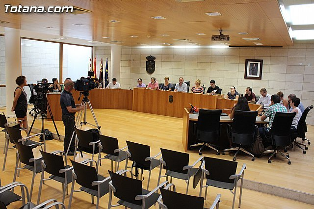 Ordinary September plenary session is delayed to the next day on September 29 by a matter of time to apply for a grant