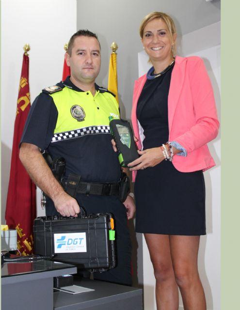 La Alcaldesa entrega a la Policía Local de Archena un nuevo etilómetro para la prevención del consumo de bebidas alcohólicas - 1, Foto 1