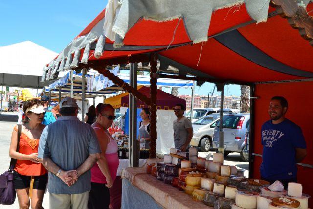 Decenas de artesanos muestran sus productos este sábado en el Mercado de la Sal - 1, Foto 1